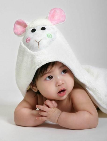 Lola l'agneau serviette bébé